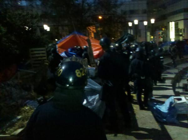 Oakland Police raid Occupy Oakland encampment