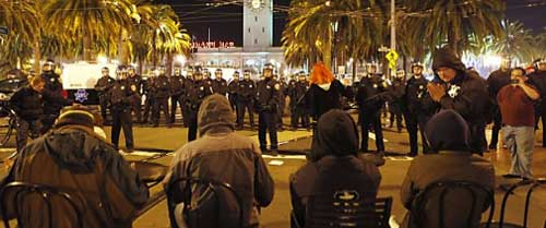 Police raid Occupy SF, 12-07-2011